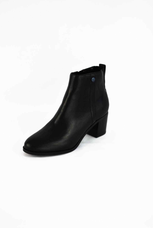 Marc Jacobs – Original Retail: $140, CWS: $49